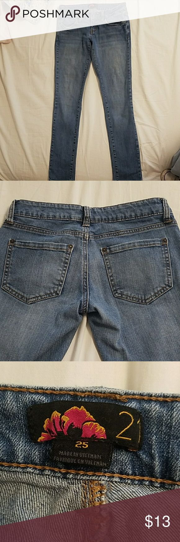 WOMENS LOW RISE JEANS womens low rise jeans 25 inch waist and 34 inches long from waist to the bottom of the leg.  Loved and in good condition! 21 Jeans