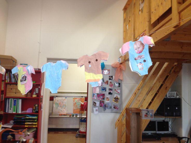 Thema baby: grote foto van hoofd maken en op het rompertje kleven OF aan ouders babyfoto vragen