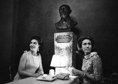 """1967. La cantatrice Maria Callas attablée avec une amie pendant l'entracte @operadeparis Garnier pour la premiere du ballet """" le paradis perdu"""" de Roland Petit  Photo : @jeanclaude.deutsch /#ParisMatch."""