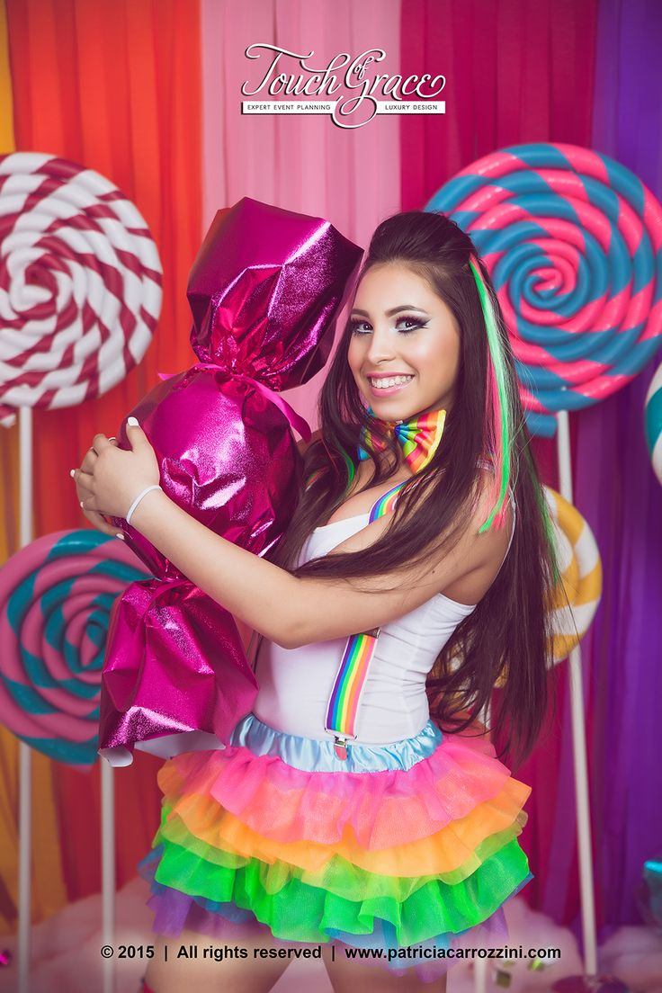 Atrezzo (Props and Scenography) for a Candyland Photoshoot. Sweet 16 Photoshoot. Cotton Candy. Giant wrapped candy. Candy Fashion.