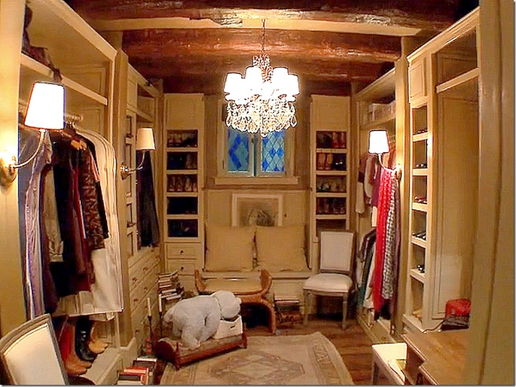 love how this is arranged - Bella's closet in their honeymoon cottage (Twilight series)