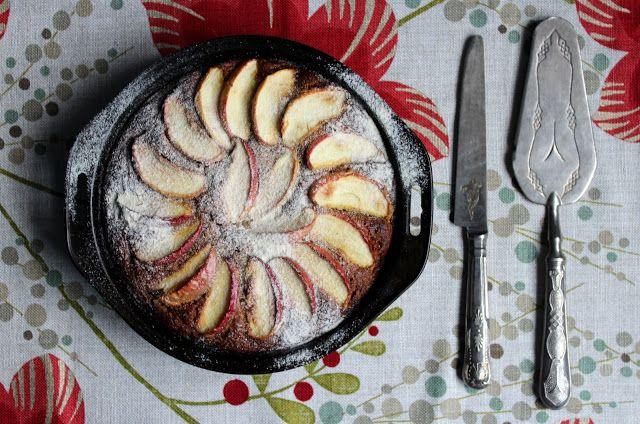 apple and cinnamon coconut flour cake