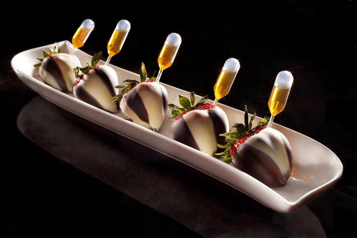 Patron Infused Chocolate Covered Strawberries. Co Co. Sala  Plus de découvertes sur Le Blog des Tendances.fr #tendance #food #miam #blogueur