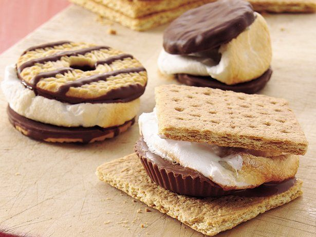 Different ways to cook s'mores.