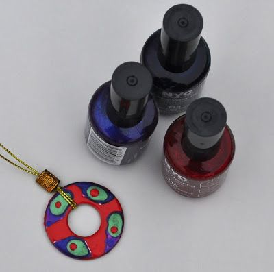Washer Necklaces. Tutorial by Vicki Smart's Art With Kids.