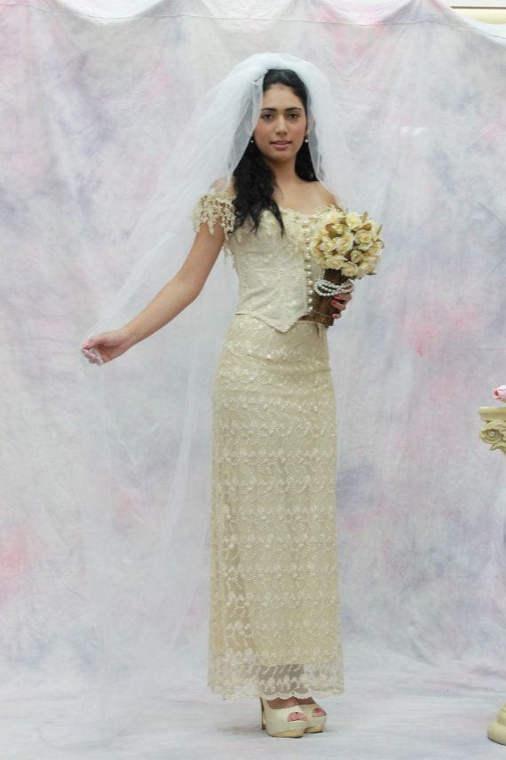 Simply beautiful wedding corset and Embroidered mesh skirt set., perfect for a garden wedding, beach wedding....      Veil: $ 45.00  size: S M L XL