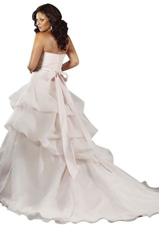 "Robe de mariée ""Lovely"" collection ""Jolies Formes"" http://www.robe-discount.com/achat-robe-de-mariee-majestique--227096.html Wedding dress plus size bridal dresses"
