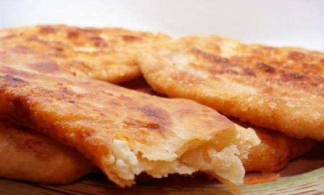 Όπως και να το πει κανείς…τηγανόψωμο, τυρόψωμο ή τυροπιτάρι…το αποτέλεσμα είναι το ίδιο. Το «ταπεινό» ψωμο-τύρι εν τη ενώσει του!