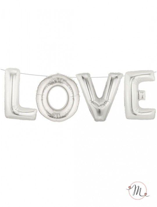 Decorazione palloncini love. Lettere di palloncini in argento che si gonfiano con una cannuccia inclusa senza bisogno di elio. Nastro argentato per appendere incluso. Misure lettere: 38 cm circa. Lunghezza: 2.5 metri. In #promozione #matrimonio #weddingday #wedding #ricevimento #insegne #decorazioni #luci #banner #illuminatedsigns #decorations #lights #justmarried #mrandmrs #lurex #ghirlanda #love #palloncini #palloncino