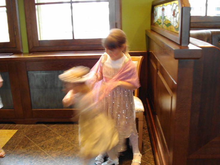 Tańczące małe dziewczynki :) / Dancing little girls. :)