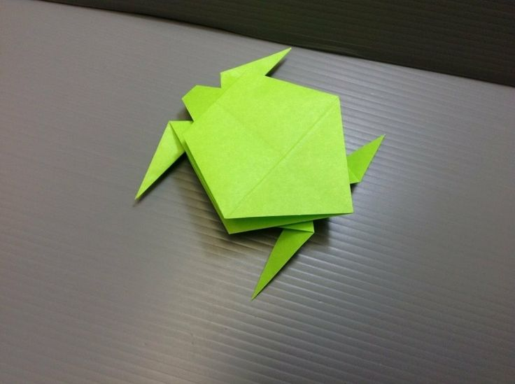 tortue origami en papier vert anis