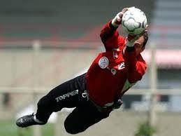 Penjaga Gawang Brazil : Ceni Di Isukan Pensiun Musim ini : Kiper produktif asal Brasil ini bakal mengakhiri 21 tahun karier bermainnya di tahun ini.