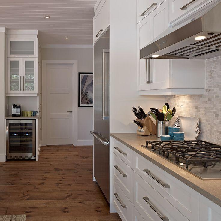 Plaque encastré dans le comptoir dans cuisine style contemporain