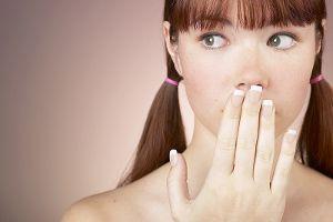 La mauvaise haleine représente pour certaines personnes un grand problème. Ça peut être un frein au niveau social pour les personnes avec une mauvaise haleine. C'est pour cette raison qu'il est préférable de traiter l'halitose le plutôt possible. Dans cet article, on vous présente 4 trucs naturels à faire tous les jours pour une haleine …