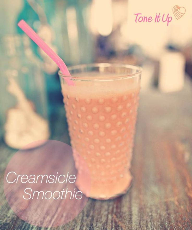 Yum~ Something sweet that brings you back to carefree days of being a kid ;) A healthy Creamsicle Smoothie!