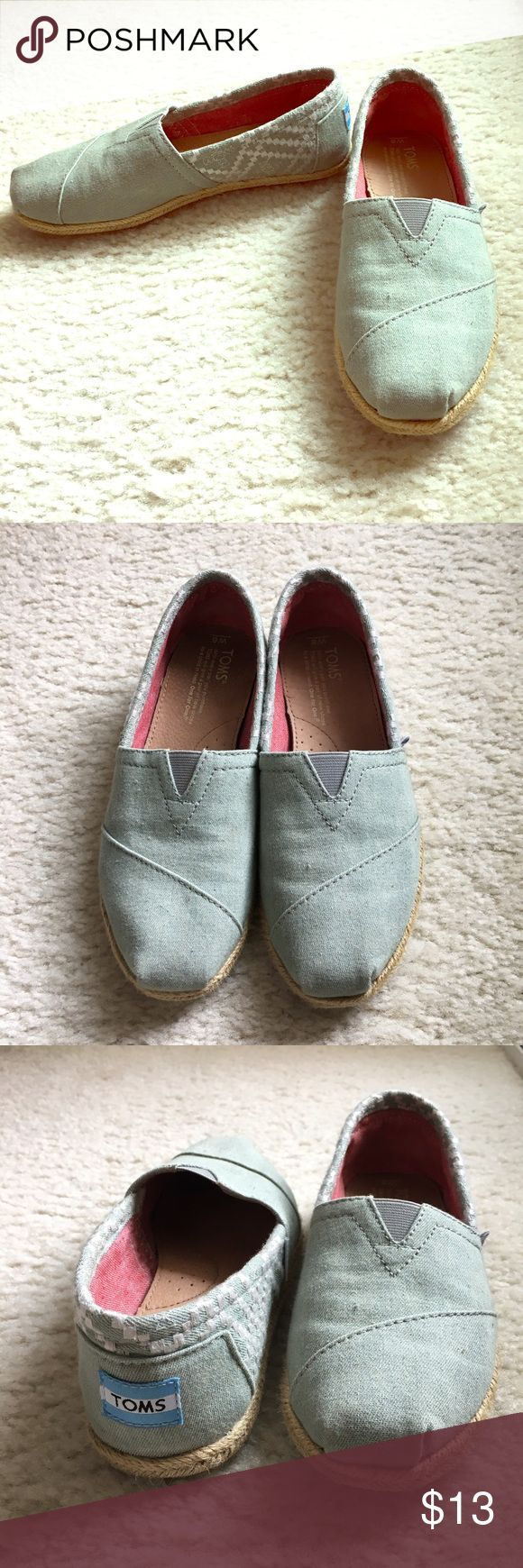 TOMS ESPADRILLES TOMS espadrilles size 6 Women. Worn few times. Very good condition. So comfortable and light. TOMS Shoes Espadrilles
