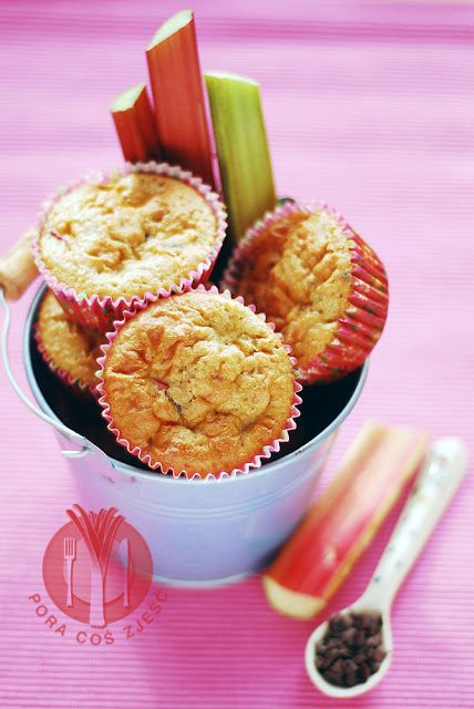 Muffins with rhubarb and chocolate / Babeczki z rabarbarem i czekoladą