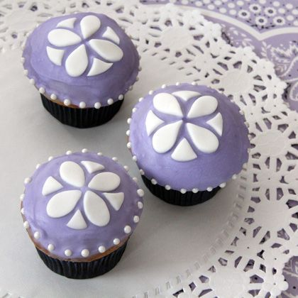 Cute cupcakes for a Sofia the First birthday party!