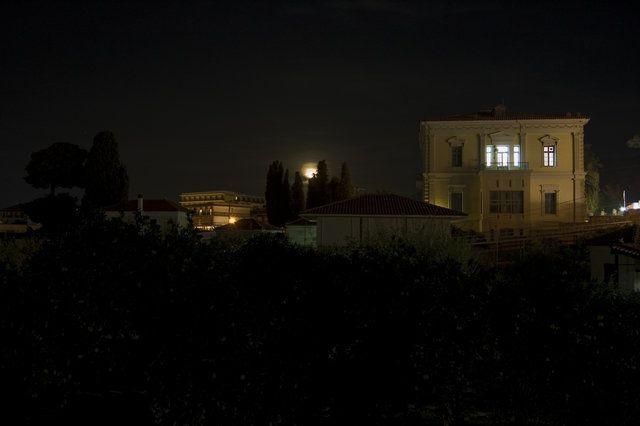 #photo Samos: Karlovasi city nights view - Σάμος: Νύχτα Φως Φύση Κτίρια.   (από αρχείο Αστρονομικής Ομάδας - άλμπουμς/λευκώματα Φοιτητικών Ομάδων στη ΦωτοGallery της κοινότητας MyAegean)  #aegean #karlovasi #night #view #pintrplaces  #sky #stars #buildings #Samos #island #astronomy #team #university http://my.aegean.gr/gallery/StudentTeams/Samos/Astronomy/DSC_2590.jpg.html
