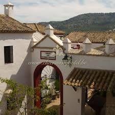 haciënda - uitgestrekt landgoed dat Spanjaarden in bezit kregen in ruil voor belangstellingen