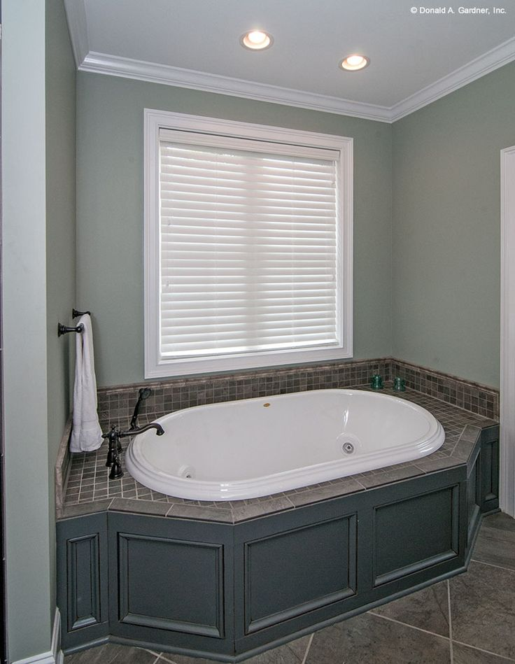 Master bathroom tub in the Chatsworth Plan by Don Gardner