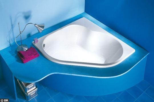 Baignoire d'angle Micro. Acrylique. 120 x 120 cm. 110 litres. 583 ¤. www.jacobdelafon.com