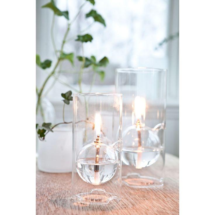 Oil Lamp från Tell Me More. En dekorativ oljelampa tillverkad i glas. Oljelampan har en rund be...