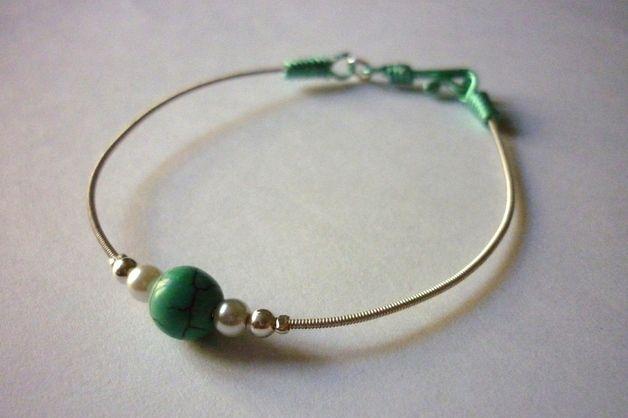 Bracelet en corde de guitare et perles de verre