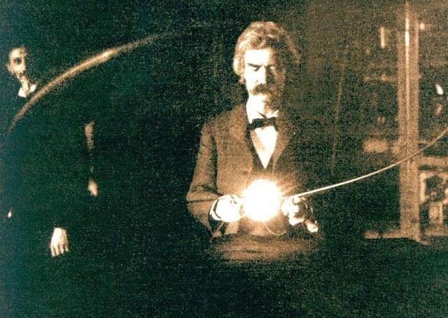 frases de Nikola Tesla. «A lo largo de espacio hay energía, y es una mera cuestión de tiempo hasta que los hombres tengan éxito en sus mecanismos vinculados al aprovechamiento de esa energía».