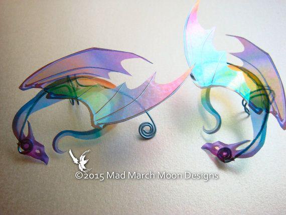 Regenbogen-Dragon Ohr Manschetten-schillernden von MadMarchMoon