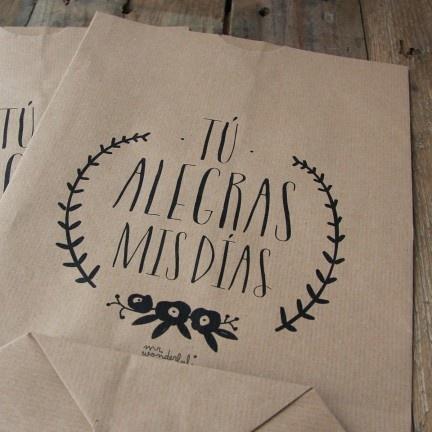 Pack de 5 bolsas kraft Tú alegras mis días. Diseño de Mr.Wonderful. A la venta en: http://www.mrwonderfulshop.es