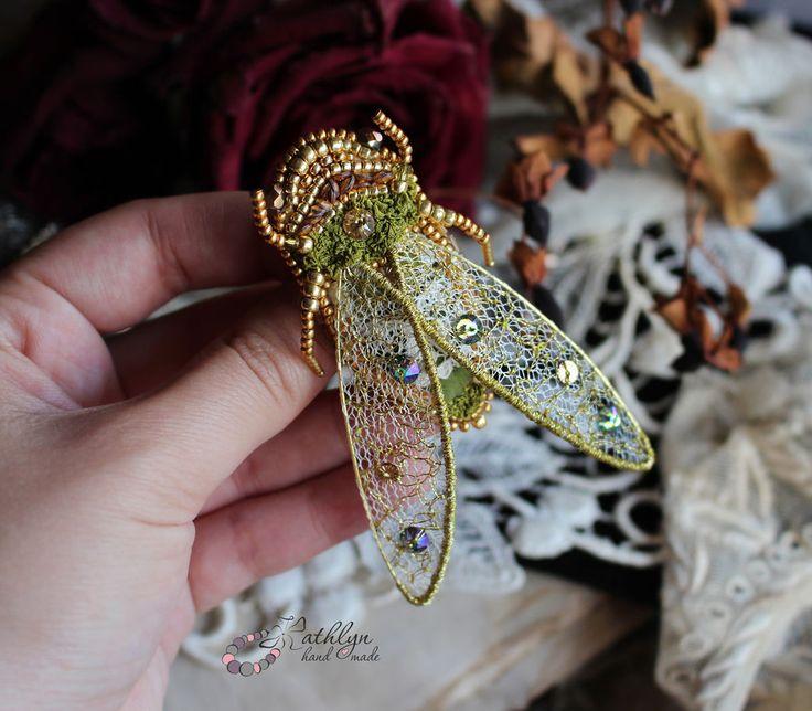 """Купить Вышитая брошь """"Золотая цикада"""" - брошь из бисера, брошь, бисер, вышивка, Вышивка бисером"""