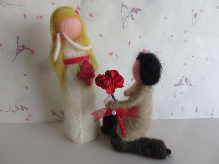 A story of love for Valentine's Day Needle felted waldorf inspired www.facebook.com/raiodesolartesanato.page
