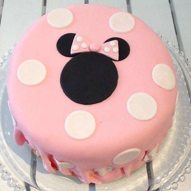 Minnie Mouse #cake #tårta #minniemouse #disney #sockerpasta #homemade #hembakat #handmade #custommade #beställning #delivery #order #delicious #gottigottgott #gott #yummy #göteborg #linné #gbgftw #pink #birthday #girl
