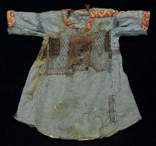 tunic (child's) Accession Number T.8549 Creation Date 800-999 Egypt Material wool Description Child's tunic made from eleven pieces of blue cloth (probably three different fabrics). Side gores and sewn on sleeves. The neck opening and sleeves are trimmed with applied bands with geometric (zigzag) decoration in white linen and coloured wools on a red wool ground. Evidence of 'seating' suggests a remake from an adult tunic. Whitworth Museum, Univ of Manchester