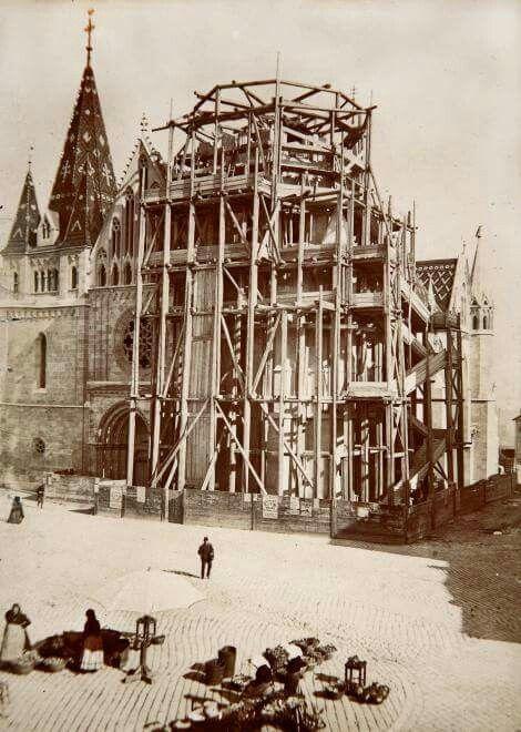 1893. A Mátyás templom Schulek Frigyes tervei szerinti átépítése.