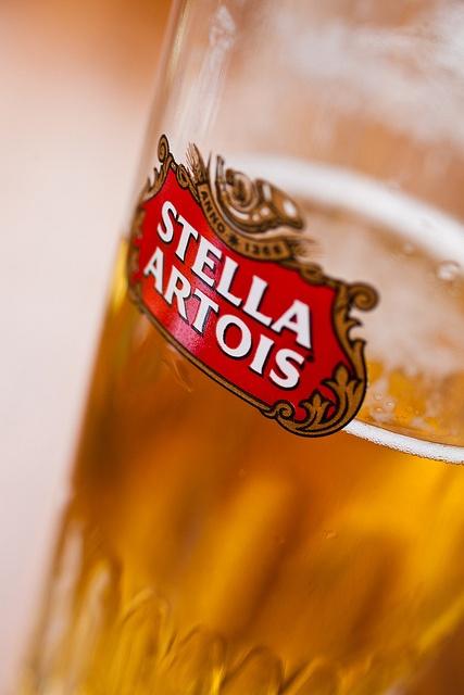België. Stella Artois, het vlaggenschip van de belgische bieren, gebrouwen te Leuven en wereldwijd verbruikt. Een pils die zijn gelijke niet kent.