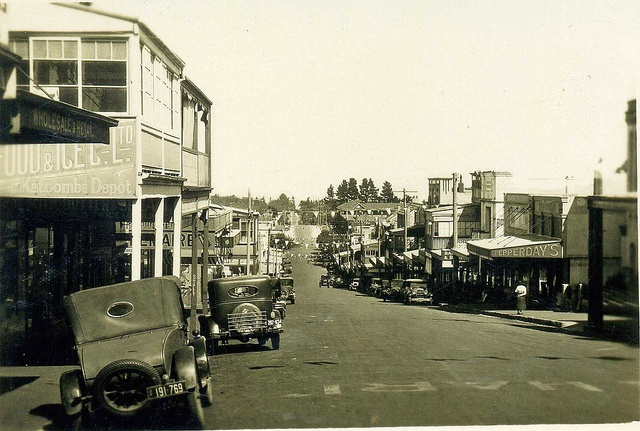 Katoomba Street c.1930    Notes: Pepperday's store opened 1925 and H Pepperday & Co, drapers, was still operating in 1934. Harry Pepperday and his wife Eliza, of Katoomba Street, appear in the 1935 electoral roll. The Model A Fords date from 1928-29.