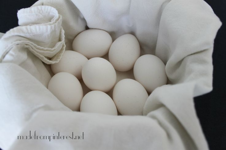 Place a clean white cotton kitchen towel in pot to cushion eggs so they wont crack @madefrompinterest.net