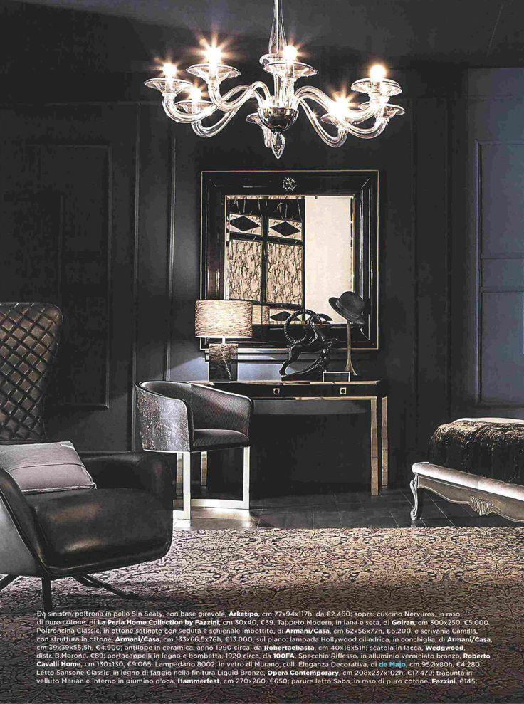 #MarieClaireMaison sceglie un grande classico firmato #deMajoIlluminazione, un #lampadario in #vetro di #Murano nuance #cristallo filo #blu per impreziosire la rivisitazione moderna di una cigar lounge di fine ottocento