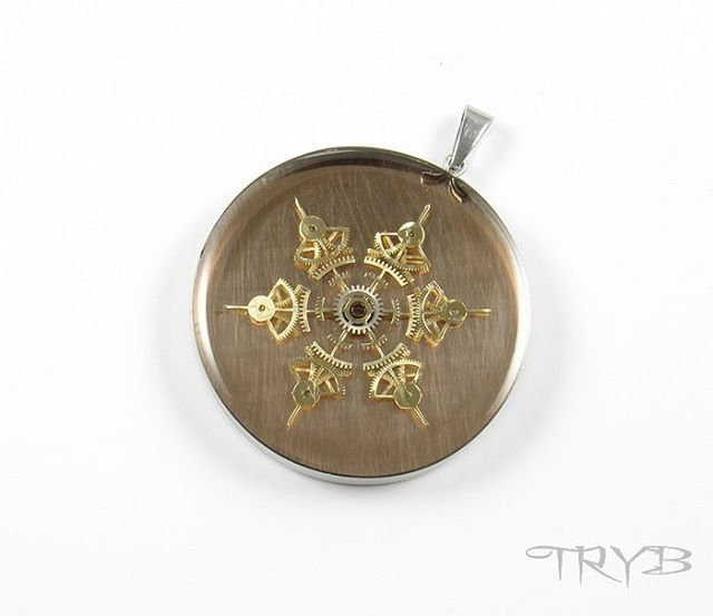 Steampunk handmade snowflake pendant of watch cogs. Background is made od copper.  See more on: http://tryb.com.pl  http://polandhandmade.pl  #‎polandhandmade #clockwork #pendant #tryb #jewelry #cogs #snow
