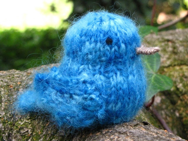 bluebird of happiness  loved this story from my childhoodCute Animal, Pattern Tutorials, Knitting Patterns, Little Birds, Diy Tutorial, Knits Pattern, Nature Table, Nature Suburbia, Bluebirds Knits