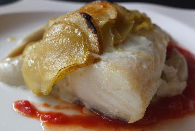 La cocina de Lola: Bacalao con crema de roquefort y manzana sobre puré de boniato.