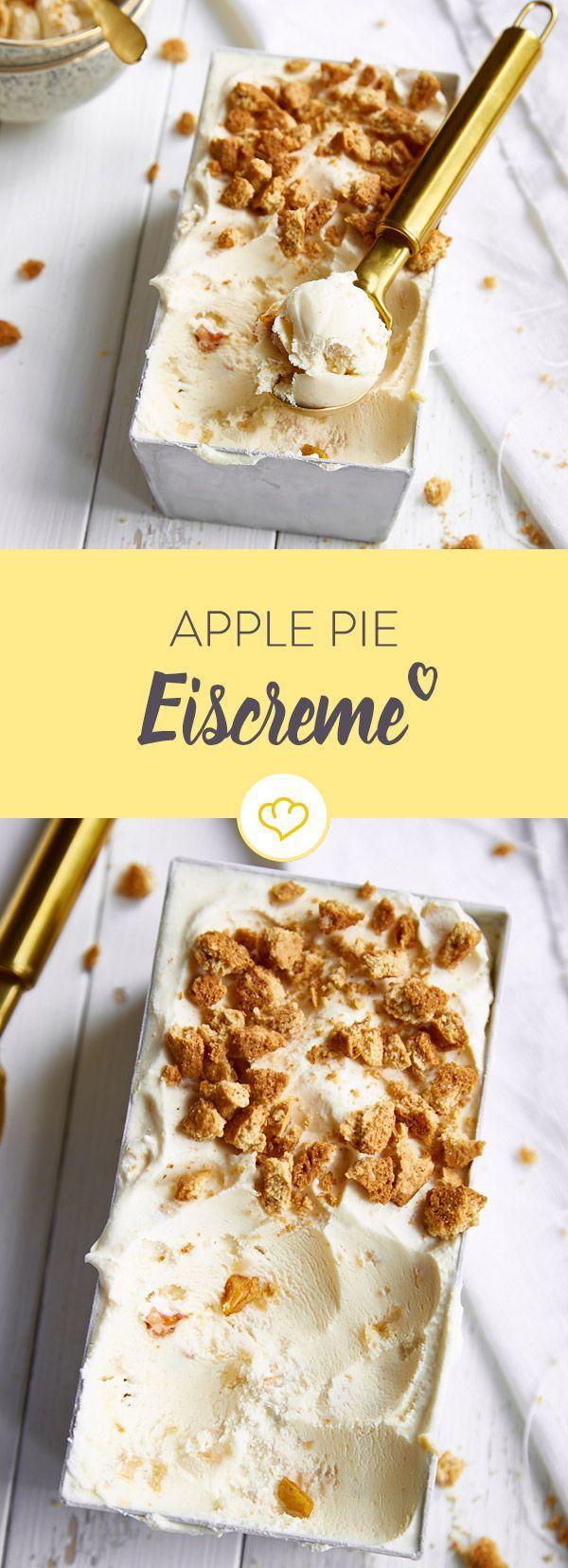 Eis oder Apfelkuchen? Mach beides! Das cremige Milcheis mit Apfelstücken und Kekskrümeln ist der leckerste Weg, um dem Herbstblues zu entkommen.