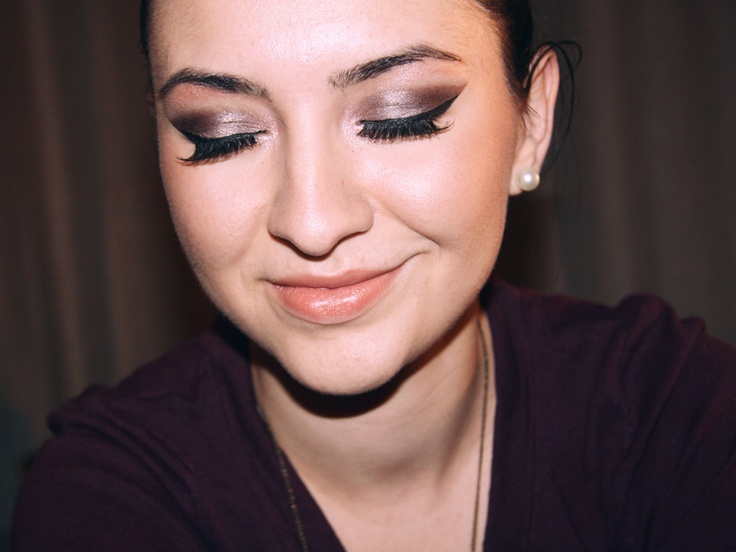 Shimmery Brown Smokey Eyes