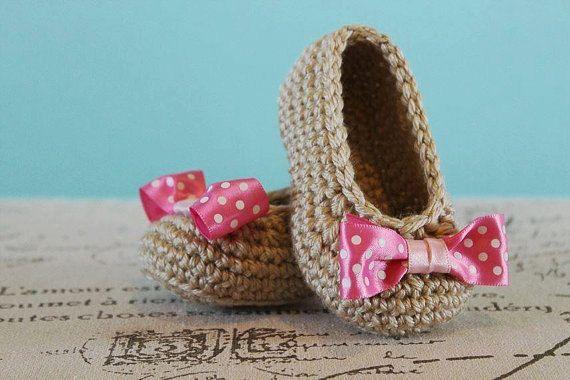 Crochê o teste padrão PDF - Crochet Baby Girl Sapatinho com Bow - Download imediato