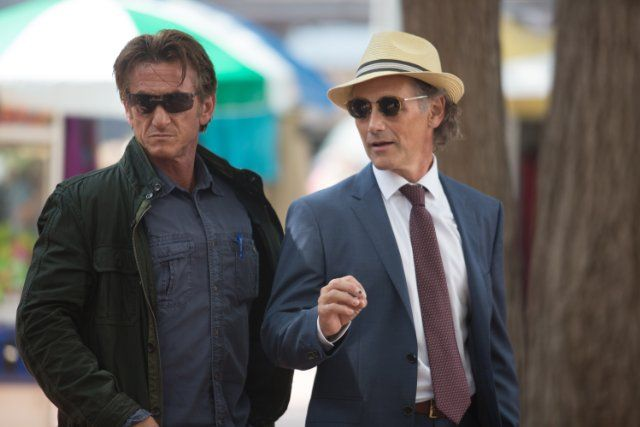 Sean Penn and Mark Rylance in Caza al asesino (2015)