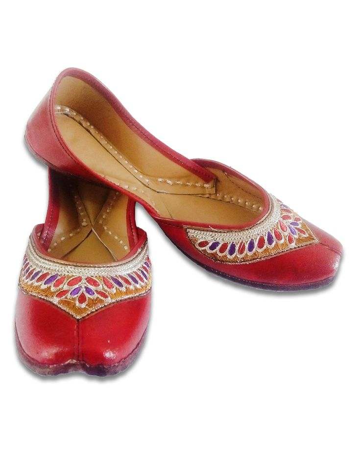 Buy this #RedMulticoloredEmbroideredCasualPunjabiJutti at best price. Our promise that every pair delivered by us is handcrafted and designed to perfection.