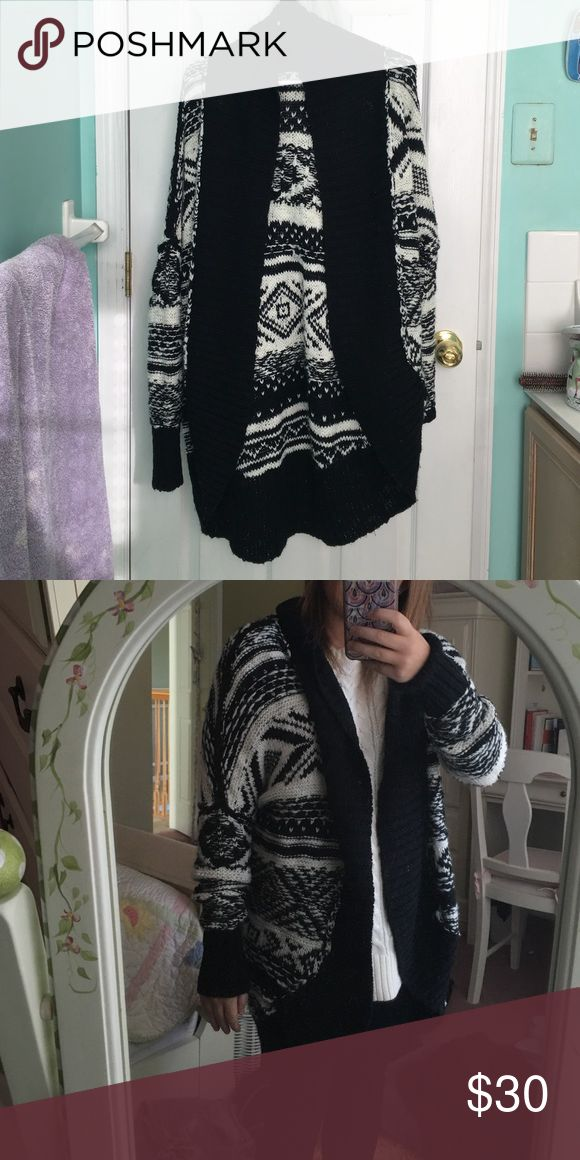 ABERCROMBIE AND FITCH OVERSIZED SWEATER WORN ONCE!! super comfy and soft oversized cardigan sweater. Perfect for winter with boots and leggings or jeans. Excellent condition Abercrombie & Fitch Sweaters Cardigans