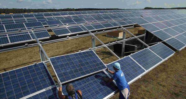 abril 2015 Cammesa y dos nuevos contratos autorizados para proyectos de energía renovable  2 nuevos parque solares La empresa que administra el mercado eléctrico aprobó la construcción de dos parques solares fotovoltaicos – Catamarca y San Luis – en el marco de la Resolución 108. ¿Cuál es la tarifa? No dejaron trascender el nombre de las empresas, pero se supone que serían capitales chinos. También habría participación de empresas nacionales.